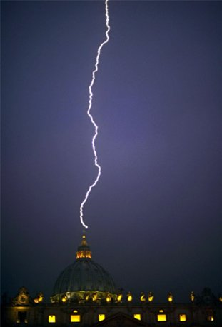 lightning strikes st peters basilica